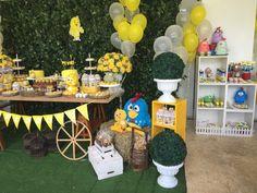 Festas Personalizadas em Brasília: Pintinho Amarelinho Half Birthday Baby, 1st Year, Table Decorations, Party Ideas, 2 Year Anniversary, Birthday Table, Baby Chickens, Yellow, Power Strip