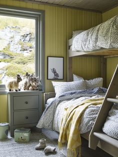 This lovely cottage in Hammerfest was new with help from Jotun and Hytteliv. Beautiful cabin in the north of Norway. Photo: Per Erik Jæger styling and interior: reed burn # Earth Tone Bedroom, Earth Tone Decor, Blue Bedroom, Bedroom Decor, Brimnes Bed, Bright Color Schemes, Scandinavian Bedroom, Cabin Interiors, Frisk