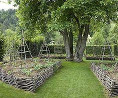 www.rustica.fr - Structurer son potager - Potager en plessis et armatures en bois