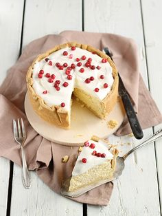OH so quark is some kind of cheese! i was pretty confused for a while :: quark cake Quark Recipes, Cheesecake Recipes, Baking Recipes, Just Desserts, Delicious Desserts, Different Cakes, Piece Of Cakes, Fancy Cakes, Love Cake