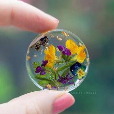 @Lostforesjewelry A tiny naturescape preserved forever within a crystal clear eco resin coin. A new series of pieces that will be in store soon! Available now at www.lost-forest.com #madewithlove #madeinireland #nature_perfection #Lostforestjewelry #madewithsupersap #entropyresins_eu #makethingsbetter #wildflowers #nature_perfection