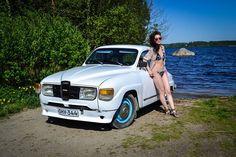 Lady and a Saab96