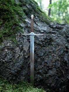 "medieval-woman: ""Heart Of The North by AtriellMe ""----- character inspiration High Fantasy, Medieval Fantasy, Medieval Castle, Merida, Mythos Academy, Outlander, Overwatch, Roi Arthur, King Arthur"
