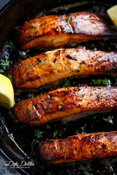 Salmon Recipes Discover 21 Cast Iron Skillet Recipes You Should Try Browned Butter Honey Garlic Salmon is a great way to change up any salmon dinner! Only 3 main ingredients in under 15 minutes! Garlic Salmon, Baked Salmon, Honey Salmon, Garlic Chicken, Fish Recipes, Seafood Recipes, Cooking Recipes, Dinner Recipes, Recipies