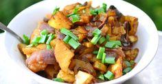 Gyakran készítünk tepsis krumplit, ha nincs semmi ebéd vagy vacsoraötletünk, ráadásul ez egy nagyon sokféleképpen variálható étel. Próbáljuk ki citromos-vajas gombával is, nem fog csalódást okozni!