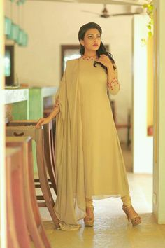 Women's kurtis online: Buy stylish long & short kurtis from top brands like BIBA, W & more. Explore latest styles of A-line, straight & anarkali kurtas. Salwar Designs, Kurta Designs Women, Kurti Designs Party Wear, Blouse Designs, Dress Designs, Pakistani Dresses Casual, Pakistani Dress Design, Indian Designer Outfits, Designer Dresses