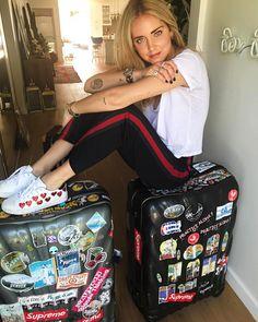 """""""Mi piace"""": 146.2 mila, commenti: 532 - Chiara Ferragni (@chiaraferragni) su Instagram: """"In @chiaraferragnicollection heart sneakers for my flight to Milan  #ChiaraFerragniShoes…"""""""