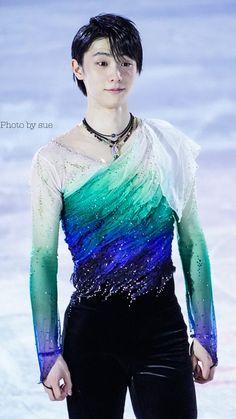 Male Figure Skaters, Figure Skating, Grand Prix, Yuzuru Hanyu, Savage Kids, Ice Skaters, Yuri On Ice, Art Reference Poses, Character Outfits