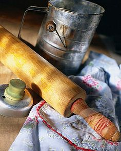 Vintage baking tools -mom and grandma used these -so that's how I started also Old Kitchen, Kitchen Items, Kitchen Gadgets, Vintage Kitchen, Homey Kitchen, Country Life, Country Living, Country Charm, Country Farmhouse