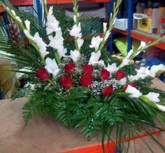 Castanea sativa – Serviços Agro-Florestais e Jardinagem Gladiolus Arrangements, Large Flower Arrangements, Gladiolus Flower, Church Flowers, Ikebana, Flower Designs, Centerpieces, Christmas Tree, Holiday Decor