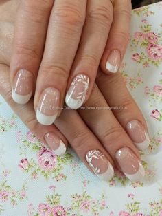 White acrylic tips with flower nail art Taken Uploaded Technician:Elaine Moore French Tip Nail Designs, New Nail Designs, French Tip Nails, Bride Nails, Wedding Nails, Finger, Diamond Nails, Hot Nails, Types Of Nails