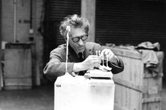 Giacometti working on Four Figurines on a Stand at the Tate Gallery, 1965, © ARS, NY and DACS, London 2017