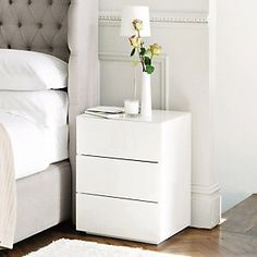 Carlton Glass 3 Drawer Bedside Chest from The White Company White Furniture, Furniture Design, Furniture Nyc, Furniture Movers, White Bedside Cabinets, White Bedside Drawers, White Drawers Bedroom, Small White Bedside Table, Modern Bedside Table