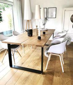 Die weißen Kunststoff Stühle im Skandi Design sind absolute Trendsetter im Ess… The white plastic chairs in the Skandi design are absolute trendsetters in the. Kitchen Chairs, Dining Room Chairs, Dining Room Furniture, Furniture Decor, Furniture Design, Luxury Furniture, Küchen Design, Chair Design, Dining Room Design