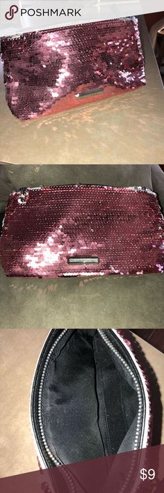 VS Makeup pouch New unused make up pouch. Victoria's Secret, super cute and glitzy. Can be used on its own it to carry make up or facial products. Toss it in your purse to hold little odds and ends!!💄💋 Victoria's Secret Bags Cosmetic Bags & Cases