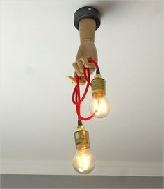 can taps Ceiling Wooden transformer lamp with a textile cable and two standard bulb holders. You can turn the hand, and bend its fingers in various ways, like a Pinocchio toy. Wagon Wheel Chandelier Diy, Rustic Chandelier, Beaded Chandelier, Chandeliers, Ceiling Chandelier, Suspension Metal, Suspension Design, How To Make A Chandelier, Lustre Metal