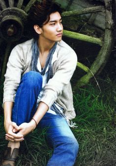 changmin and yunho Tvxq Changmin, Jung Yunho, K Pop, Handsome Asian Men, 2012 Calendar, Korean Pop Group, Music Charts, Music Labels
