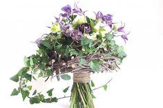 YaU events_YaU flowers_wedding bouquet_Buchet de mireasa cu bujori si clematis #yauconcept #yauflowers #weddingbouquets #weddingbouquet #wedding #weddingflowers #floralart #flowers #bouquet #bouquets