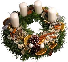 věnce do červena - Hledat Googlem Christmas Tablescapes, Christmas Mantels, Christmas Candle, Christmas Mood, Christmas Crafts, Christmas Decorations, Deco Noel Nature, Advent Wreath Candles, Candle Arrangements