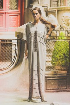 Jersey dress, handmade embroidery, contemporary design, traditional inspiration, streetstyle, look of the day. Contemporary Design, Sari, Street Style, Traditional, Embroidery, Handmade, Inspiration, Look, Dresses
