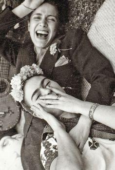es increíble esta foto de #ChavelaVargas y #FridaKahlo! No sabemos quién fue su autor, lamentablemente (1937, apróx)