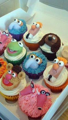 Cupcakes Take The Cake: Muppets cupcakes Honey Cupcakes, Cupcake Cookies, Cupcake Art, Yummy Cupcakes, Fancy Cakes, Mini Cakes, Die Muppets, Cupcakes Decorados, Take The Cake