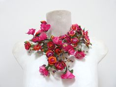 BETTINA SPITZ Collar de flores hecho a mano