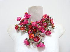 BETTINA SPITZ Collar de flores hecho a mano