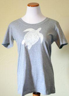 Short sleeve grey turtle printed top