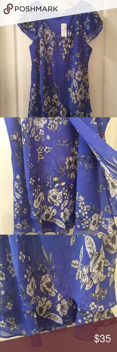 host pick 5/23/17Roz & Ali flowy top. Pretty blue flower top, front has layers, think it's called tulip shape.  Lined, hand wash and line dry.  Smoke free home. Tops