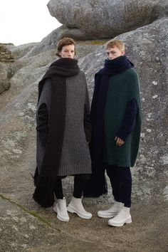 Fashion house Jil Sander introduces a new unisex line for fall-winter The range makes its debut with the name Jil Sander+. Jil Sander, Unisex Fashion, Womens Fashion, Jacquemus, Pulls, Fashion News, Style Fashion, Knitwear, Winter Outfits