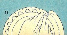 """Para efeito plissado, dobre sobre a borda de pastelaria, pressione o dedo indicador a esquerda,  c/ o dedo indicador direito pressionar firmemente ao lado de parte levantada."""""""