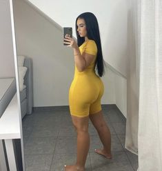 Beautiful Black Girl, Pretty Black Girls, Gorgeous Lady, Curvy Outfits, Girl Outfits, Fashion Outfits, Sporty Outfits, Women's Fashion, Femmes Les Plus Sexy