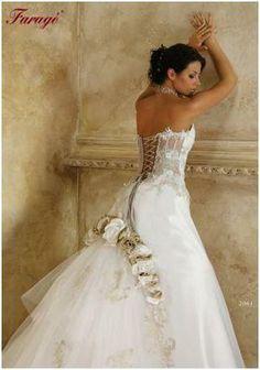 Robe mariée faragé 2061 avec traine et boléro
