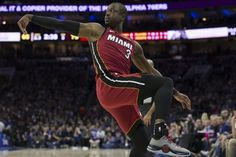Throwing it Back Miamis Dwyane Wade Takes the 76ers to School