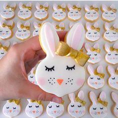 The cutest bunny cookies by @niknakssweetesttreats