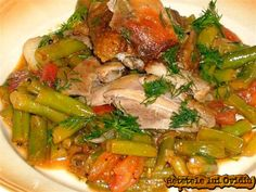 fasole verde cu carne de pui Romanian Food, I Foods, Stew, Asparagus, Easy Meals, Good Food, Chicken, Vegetables, Recipes