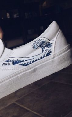 shelbyyburns ➳ hand painted wave vans, Source by mllervondey shoes ideas Painted Canvas Shoes, Custom Painted Shoes, Painted Vans, Painted Sneakers, Hand Painted Shoes, Vans Customisées, Vans Men, Custom Vans Shoes, Custom Made Vans