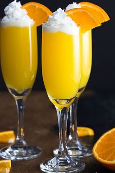 Vodka Creamsicle Mimosas - Whipped vodka, orange juice and champagne come together in one of the most sinfully delicious mimosas! Fancy Drinks, Bar Drinks, Cocktail Drinks, Alcoholic Drinks, Beverages, Cocktail Recipes, Champagne Drinks, Sangria Recipes, Vodka Cocktails