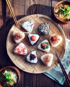Japanese Rice BallsYou can find Japanese food and more on our website. Easy Japanese Recipes, Japanese Dishes, Japanese Food Sushi, Japanese Food Healthy, Japanese Rice Bowl, Cute Food, Good Food, Yummy Food, Healthy Food