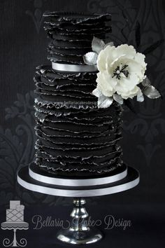 Black friday ruffles birthday cake - Cake by Bellaria Cakes Design (Riany Clement)