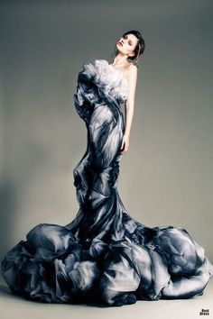 Jean Louis Sabaji - Couture - Spring-summer 2013 - Wow,looks like a storm cloud wrapped around her. Foto Fashion, Fashion Art, High Fashion, Womens Fashion, Fashion Design, Storm Fashion, Dress Fashion, Christian Siriano, Christian Lacroix