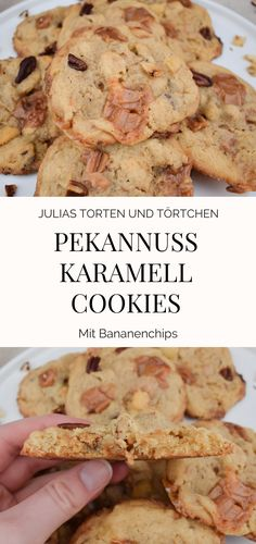 Pekannuss Karamell Cookies mit Bananenchips  Pekannuss Karamell Cookies mit Bananenchips Einfaches Rezept für chewy Cookies mit gerösteter Pekannuss und Karamell, dazu gibts noch Banane. Die Cookies werden groß, weich, saftig und buttrig süß ... wie in Amerika ....