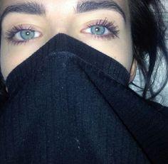 Green eyes.  #ebalus