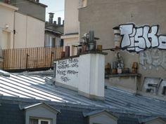Graffiti sur une cheminée dans Paris, 17 juin 2012, photo Alain Delavie  http://www.pariscotejardin.fr/2012/06/pensee-et-cheminee-pourquoi-pas/