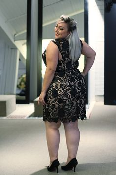 Plus size party dress for graduations, weddings and New Year - Femmes Chics - Chubby Fashion, Curvy Girl Fashion, Plus Size Fashion, Womens Fashion, Look Plus Size, Curvy Plus Size, Plus Size Women, Plus Size Party Dresses, Plus Size Outfits