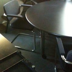 si ge sayl by herman miller noir dossier tissu haut bureau pinterest. Black Bedroom Furniture Sets. Home Design Ideas