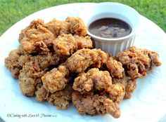 My Mississippi Boy's Deep Fried Chicken Gizzards We southern girls & guys just love us some fried chicken gizzards. My husband Roy is from Mississippi and he just loves some down home deep fried chicken gizzards. This is just plain goodness. Fried Chicken Gizzard Recipe, Chicken Gizzards, Fried Chicken Recipes, Crispy Fried Chicken, Chicken Gravy, Steak Recipes, Roasted Chicken, Kitchen, Finger Foods