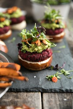 Vegetarian Beet Burgers with Avocado and Sweet Potato Fries - The Forked Spoon Beet Burger, Vegan Burgers, Burger And Fries, Burger Recipes, Vegetarian Recipes, Healthy Recipes, Gluten Free Buns, Delicious Burgers, Delicious Food