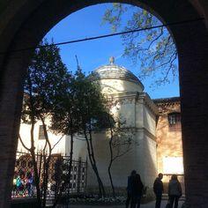Il Quadrarco di Braccioforte #Ravenna conserva intatto il proprio fascino. Chi dice che #DanteAlighieri non fa più tendenza si sbaglia #Romagna #Italy #turismoer #urbanlandscape by livingravenna